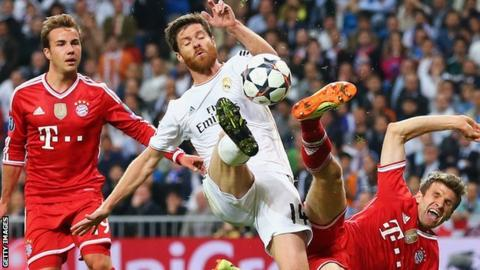 Xabi Alonso (centre) in action