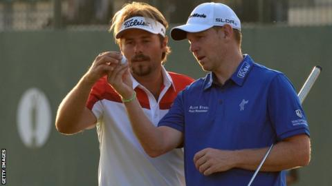Gallacher (right) had been ahead of Warren but bogeyed the 15th as he slipped down the leaderboard