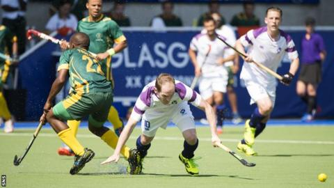 Scotland's Gordon McIntyre (right) skips away from Lungile Tsolekile