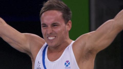 Daniel Keatings gives a gold-winning pommel horse performance
