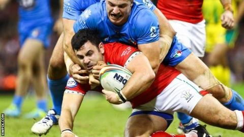 Rhys Williams is tackled by Italy's James Tedesco
