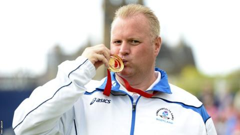 Darren Burnett made it three golds for Scotland's lawn bowlers with a comfortable win in the singles final.