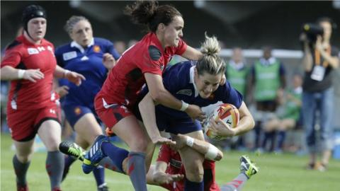 Wales scrum-half Amy Day tackles France full-back Caroline Ladagnous