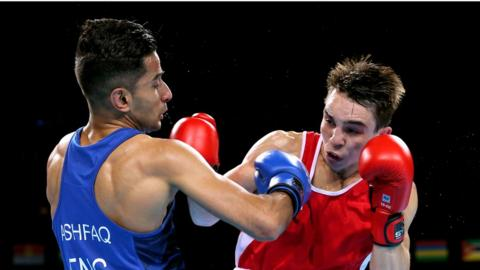 Belfast's Michael Conlan saw off England's Qais Ashfaq to seal bantamweight gold at the Glasgow Commonwealth Games