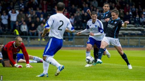 Simon Ferry scores for Dundee against Peterhead