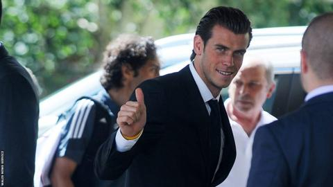 Gareth Bale gives a thumbs as the team arrives at The Vale hotel.