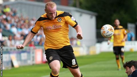 Lee Minshull in action for Newport County against Wycombe Wanderers