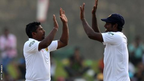 Rangana Herath (left) and Angelo Mathews