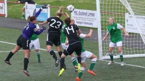 Glasgow City on the attack against Hibernian