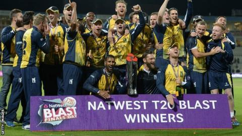The Bears squad, including retiring Warwickshire skipper Jim Troughton, celebrate their success at Edgbaston