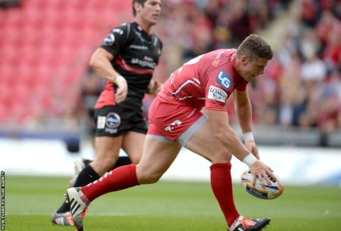 Scott Williams scored a try in Scarlets' 29-24 friendly win over James Hook's Gloucester at Parc y Scarlets.