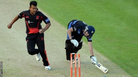 Shiv Thakor in action for Leicestershire
