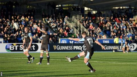 Stuart Hogg converts a penalty for Glasgow Warriors against Leinster