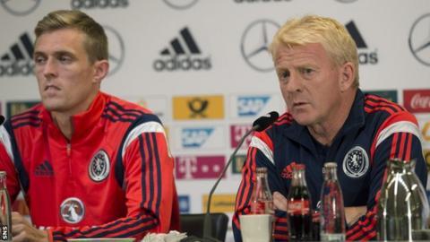 Darren Fletcher, left, and Scotland manager Gordon Strachan