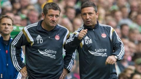 Aberdeen manager Derek McInnes confers with assistant Tommy Docherty (left)