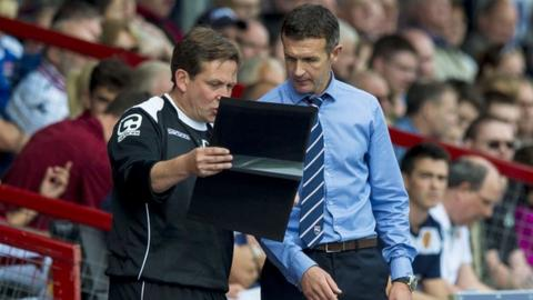 Ross County manager Jim McIntyre talks tactics with assistant Billy Dodds (left).