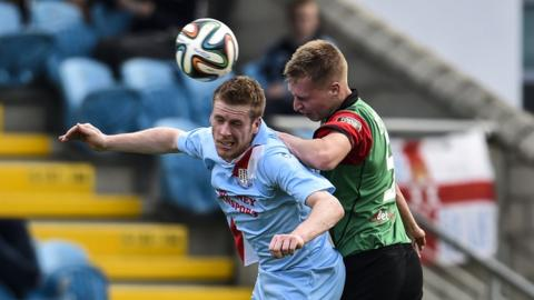 Darren Boyce and Calum Birney contend for the ball as Ballymena draw 2-2 with Glentoran at the Showgrounds