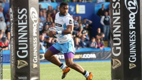 Niko Matawalu races in to score his second try for Glasgow