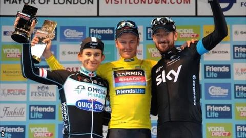 Dylan van Baarle flanked by Michal Kwiatkowski and Bradley Wiggins