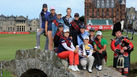 Women golfers at St Andrews