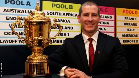 Stuart Lancaster with the Webb Ellis Cup