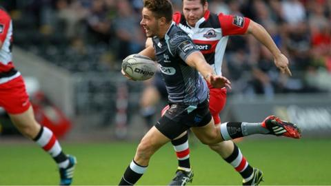 Rhys Webb sprints past the Edinburgh defence