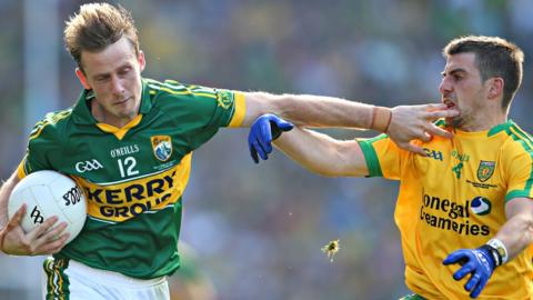 Donnchadh Walsh holds off the challenge of Donegal's Paddy McGrath in Kerry's 2-9 to 0-12 victory in Dublin