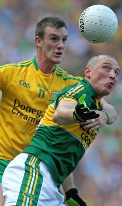 Donegal's Leo McLoone takes a firm grip on Kieran Donaghy as the pair battle for possession