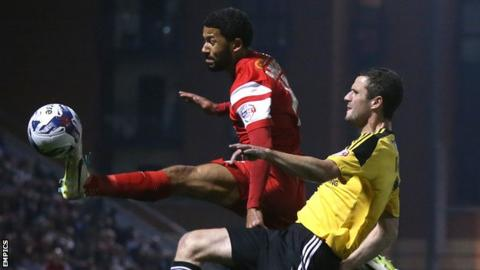 Leyton Orient's Jobi McAnuff (left) battles for possession of the ball with Sheffield United's Jamie Murphy