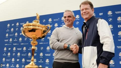 Paul McGinley (left) and US captain Tom Watson (right) pose with the Ryder Cup during a press conference prior to the start of the 40th Ryder Cup at Gleneagles