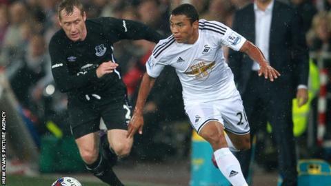 Jefferson Montero competes with Everton's Tony Hibbert