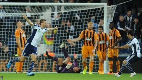 Gareth McAuley celebrates