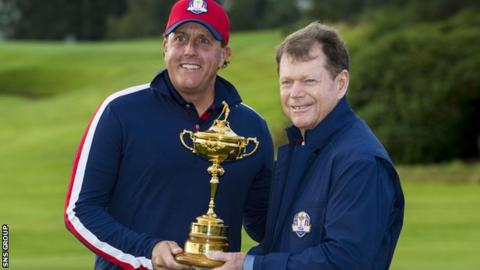 Phil Mickelson with US Ryder Cup captain Tom Watson