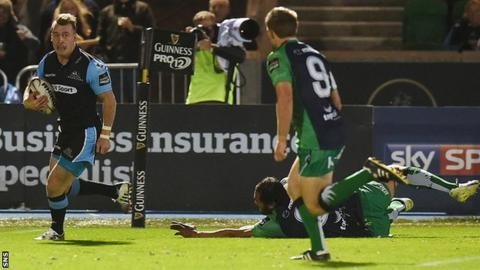 Stuart Hogg scores a try for Glasgow Warriors against Connacht