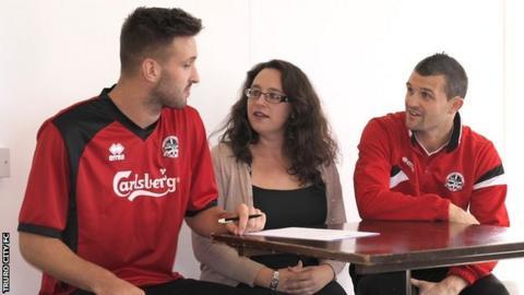 Matt Wright signs his Truro City deal