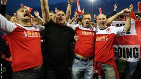 Fleetwood fans