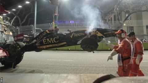Pastor Maldonado's car being recovered at Singapore