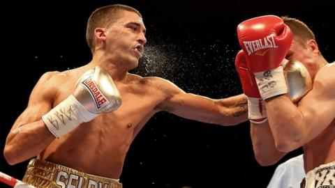 Lee Selby (left) fighting Joel Brunker