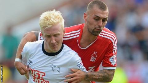 Nottingham forest's Jack Hunt (right) gets to grips with Derby County's Will Hughes