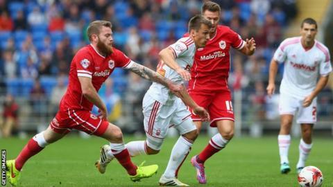 Cardiff's Aron Gunnarsson (left) closes down Robert Tesche of Nottingham Forest