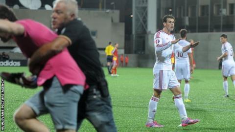 Gareth Bale urges the crowd to calm down