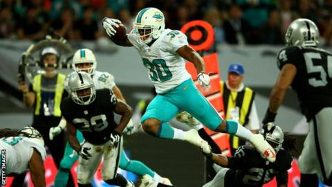 Miami Dolphins beat Oakland Raiders at Wembley