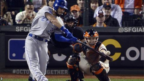 Eric Hosmer drives in a run for Kansas City in the sixth inning