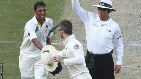 Pakistan's Younus Khan is congratulated by Australia captain Michael Clarke