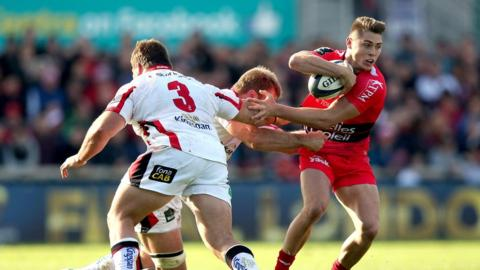 Ulster pair Wiehhan Herbst and Chris Henry combine to try and tackle Toulon's James O'Connor