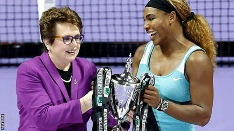 Billie Jean King presents Serena Williams with the trophy