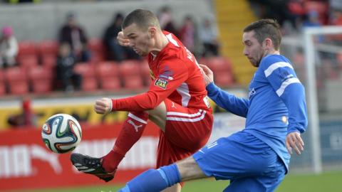 Martin Donnelly and Jason McCartney both got their names on the scoresheet in the Premiership game at Solitude