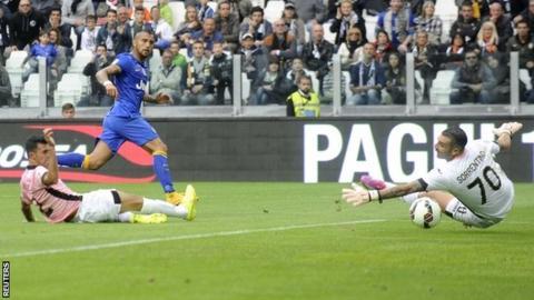 Arturo Vidal scores