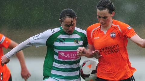 Rachael Edwards (left) playing for Yeovil