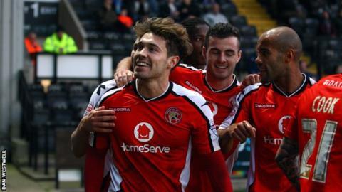 Walsall's Tom Bradshaw celebrates winner